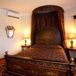Роскошный темно-коричневый балдахин в номер отеля в Калининграде, под заказ от салона штор Декория