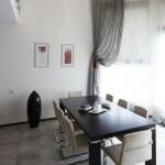 Легкие темные шторы, полупрозрачные, для современного интерьера. изготовлены салоном штор Декория