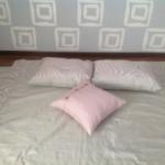 Изготовленные под заказ,декоративные подушки нежно-розового цвета, для спальни от салона штор Декория в Челябинске