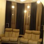 Теневые темные и золотистые шторы для домашнего кинотеатра от салона штор Декория