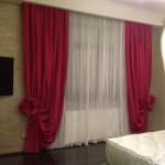 Шторы цвета фуксии с оригинальным дизайном и классическим белым тюлем от салона штор Декория