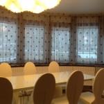 короткие шторы в черный горох для столовой от салона декория