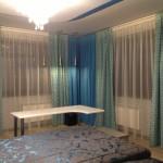 Нежно голубые теневые шторы с белым тюлем для спальни от салона Декория