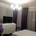Темно-бордовые шторы - теневые, белый классический тюль, в современном стиле под заказ от салона штор декория