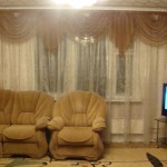 Классические бежевые шторы для зала и гостиной от салона штор Декория