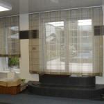 шторы, пошитые в римском стиле, отлично подойдут для гостиной. Салон штор Декория
