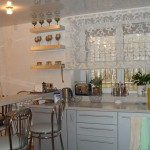Лёгкие полупрозрачные шторы в римском стиле для кухни от салона штор Декория