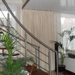 Массивные теневые шторы белого цвета, для гостиной в современном стиле от салона Декория