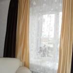 заказ штор в Челябинске, теневые шторы - молочного и коричневого цвета, белый тюль, от салона штор Декория