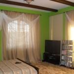 Легкая изящная штора для спальни в современном стиле от салона штор Декория
