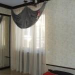 Стильные классические шторы с легким ламбрекеном под заказ от салона штор Декория