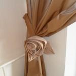 Нежная текстильная рожа, в качестве держателя для штор от салона штор и ателье Декория
