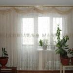 Легкие светлые шторы на заказ для гостиной на даче оз.Увильды от салона штор и ателье Декория