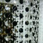 Кристаллы черного и белого цветов в нитяной шторе от салона штор Декория