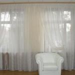 Летние белые шторы для гостиной на заказ недорого от салона штор декория