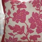 Роскошная декоративная подушка расшитая бисером, изготовленная под заказ салоном штор Декория