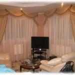 Классические шторы с ламбрекеном в гостиную или прихожу от салона штор Декория