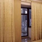 Классические шторы для современного интерьера, бежевый цвет, изготовлены под заказ от салона Декория
