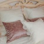 Подушки декоративные для классической спальни в светлых тонах от салона штор Декория в Челябинске
