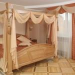 Нежно розовый балдахин и шторы для спальни в Челябинске под заказ от салона штор Декория